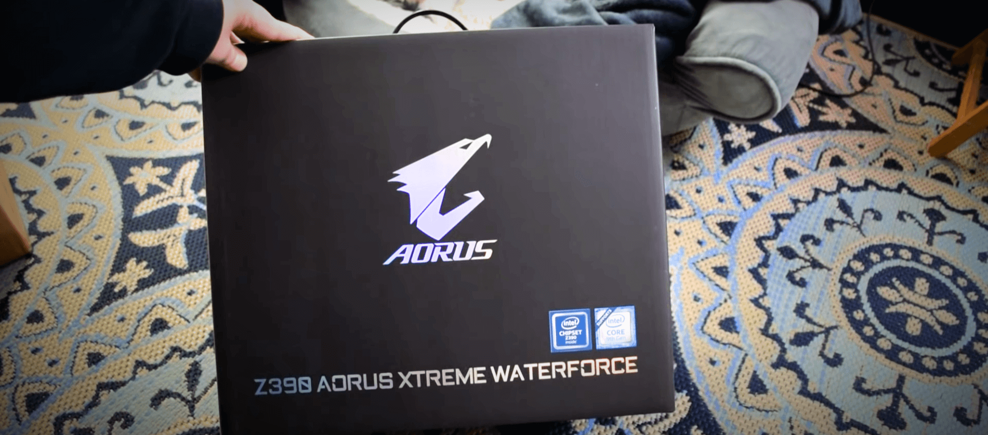 Z390 AORUS Xtreme Waterforce Unboxing